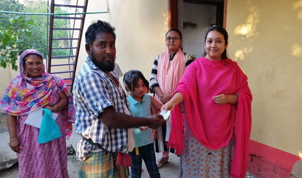 শিমরাইলকান্দিতে ১২০টি পরিবারকে খাদ্যদ্রব্য দিল 'আবেশ'