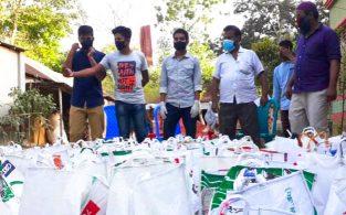 নিদারাবাদে কর্মহীন-অসহায়দের পাশে খাদ্যদ্রব্য নিয়ে 'চৌধুরী পরিবার'