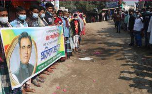 বাঞ্ছারামপুরে মেম্বারের অনিয়মের বিরুদ্ধে চেয়ারম্যান সমর্থকদের মানববন্ধন