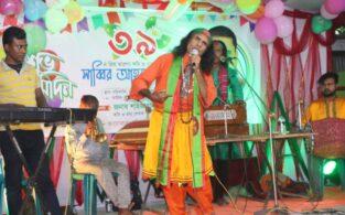 বাঞ্ছারামপুরে গানে গানে মঞ্চ মাতালেন কুদ্দুস বয়াতী, দর্শকের উপচেপড়া ভিড়