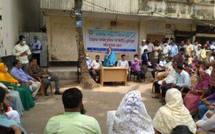 ব্রাহ্মণবাড়িয়ায় তান্ডব: সড়কে চেয়ার পেতে পৌরসভার দায়িত্ব নিলেন মেয়র-কাউন্সিলররা